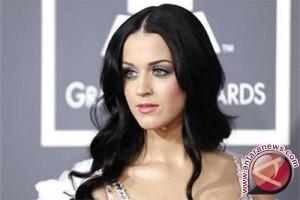 Ini Curhatan Katy Perry Tentang Hubungannya Dengan Orlando