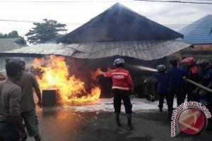 Kios Minyak di Kuala Pembuang Hangus Terbakar