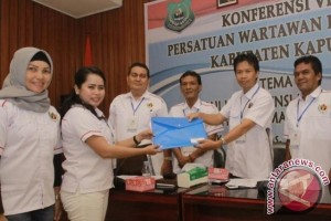 Sri Hayati Kembali Jabat Ketua PWI Kapuas