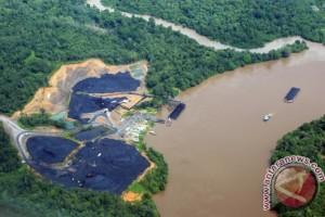Tongkang Dilarang Berlayar Debit Air Sungai Barito Naik
