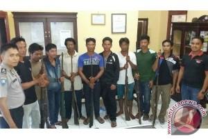 Warga Serahkan 8 Senjata Rakitan ke Polisi Jelai Sukamara