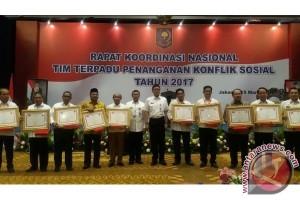 Kalteng Terima Penghargaan Terbaik Penanganan Konflik Sosial