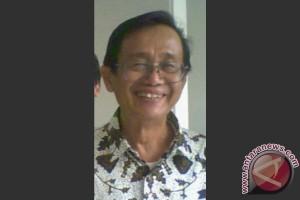 Artis Senior Nani Wijaya Resmi Dinikahi Sastrawan Ajip Rosidi