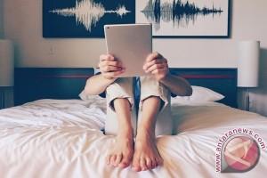Hati-hati! Main Ponsel Sebelum Tidur Berdampak Buruk Kepada Keturunan