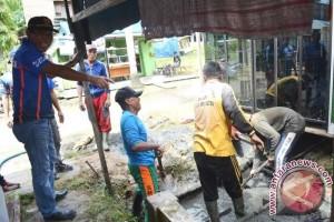 Pemkab Barito Utara Bersihkan Drainase yang Tersumbat