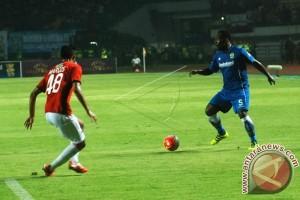 Pertandingan Pembuka Liga 1 Persib vs Arema FC, Diharapkan Essien dan Cole Main