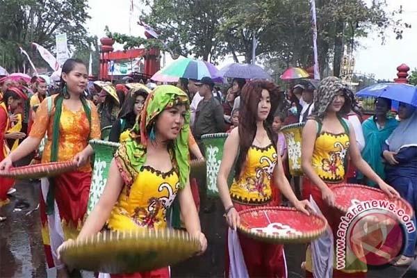 Walau Diguyur Hujan Deras, Karnaval FBIM di Sampit Berlangsung Meriah