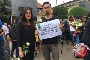 Puluhan Pendukung Ahok Berdatangan ke Mako Brimob