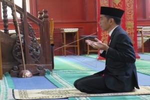 Artikel - Di Masjid Tiongkok, Jokowi Gaungkan Islam Ramah