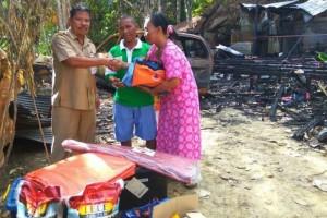 Pemkab Barut Berikan Bantuan Untuk Korban Kebakaran