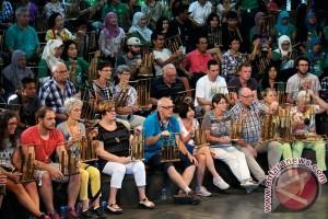 Mantap! Lagu-Lagu Daerah Indonesia Bergema di Depan Istana Meksiko
