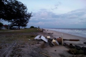 Wisatawan Prihatin Abrasi Pantai Ujung Pandaran Kotim