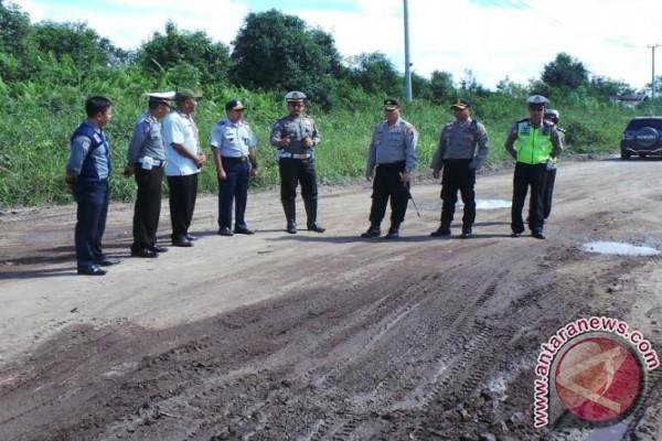 Polres Kotim Periksa Kondisi Jalan Jalur Mudik Darat