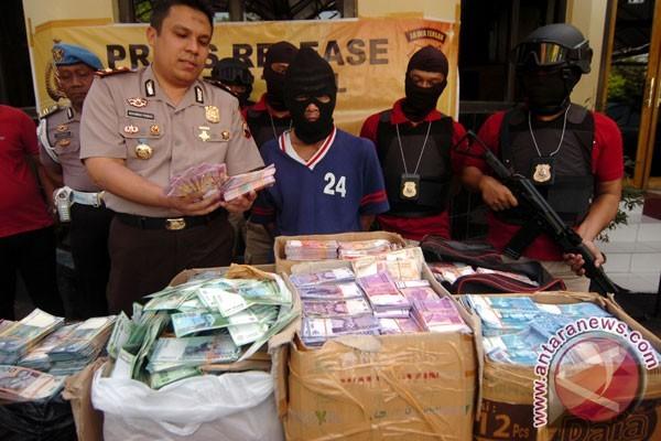 Nah! Polisi Tangkap Pembuat Uang Palsu