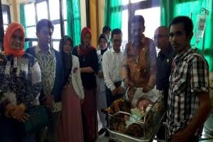 Anggota DPRD Barito Utara Kunjungi Bayi Penderita Hidrosefalus