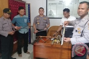 Polisi Amankan 30 Senjata Tajam di Pelabuhan Sampit