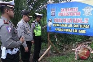 Hindari Kecelakaan Saat Mudik, Polres Kotim Pasang 200 Spanduk Imbauan