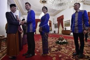 "Senyum Jokowi di ""Open House"", Anies, Sandi dan AHY Hadir"