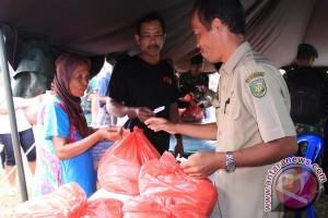 Warga Serbu Ratusan Paket Sembako Murah TMMD
