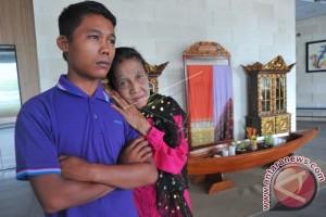 Pasangan Nenek dan Pemuda Beda 55 Tahun