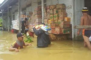 Polisi Katingan Evakuasi Korban Banjir