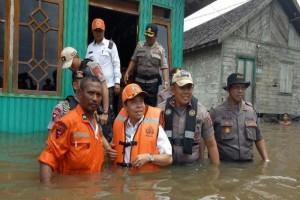 Kapolda Kalteng Salurkan 200 Paket Bantuan Korban Banjir di Katingan