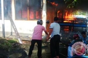 Wah Lagi, 4 Kantin di Kolam Renang Isen Mulang Terbakar