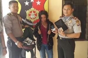 Perempuan Pencuri Rokok dan Ponsel Ditangkap Polisi, Satunya Lagi Jadi DPO