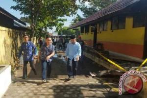 Gubernur Tinjau Lokasi SD Terbakar, Ia Minta Pembakar Sekolah Harus Ditangkap