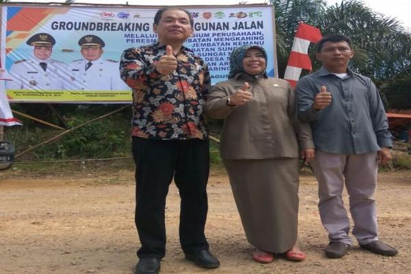 PT Korintiga Hutani Bangun Jalan Penghubung Tiga Desa Kobar