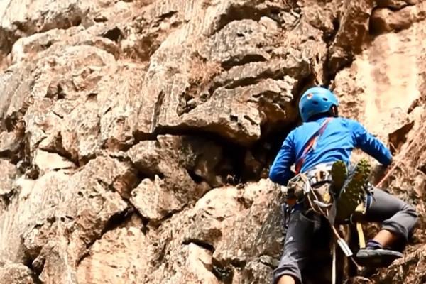 Pemanjat Mapala UI Siap Kibarkan Bendera Merah Putih di Tebing