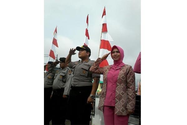 Polisi dan Mahasiswa Rayakan Kemerdekaan di Barut