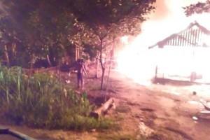2 Rumah Jalan Manunggal Desa Mantaren I Terbakar