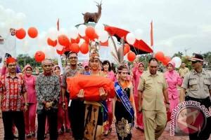 Tim Ekspedisi Kibarkan Bendera Merah Putih di Perbatasan Kalteng-Kalbar