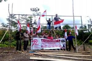 Polisi Tancapkan Merah Putih di Cagar Alam Pararawen