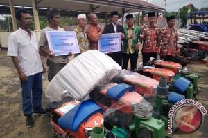 Sip! Kelompok Tani Seruyan Terima Bantuan Alat Pertanian