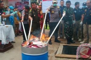 Ribuan Pil Terlarang dan Ratusan Gram Sabu Dimusnahkan