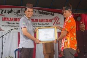 Bupati Barito Utara Dianugerahi Gelar Adat Dayak