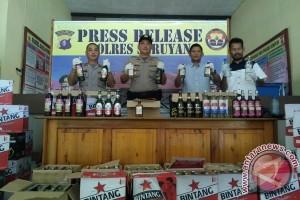 Polres Seruyan Amankan Ratusan Botol Minuman Keras