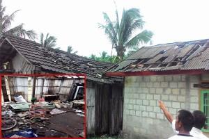 Waduh! Petir Menggelegar Satu Rumah Warga Disambar