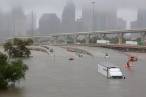 Apple dan Amazon Bantu Korban Badai Harvey