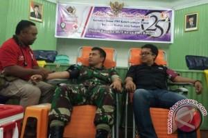 Wartawan dan Tentara Ramai-ramai Sumbang Darah
