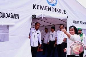Siswa SDN 5 Langkai Palangka Raya Bersekolah di Tenda