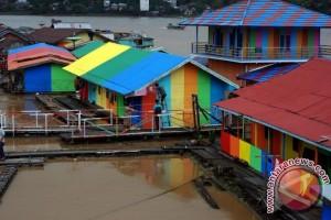 'Lanting' Muara Teweh Disulap Jadi Kampung Pelangi
