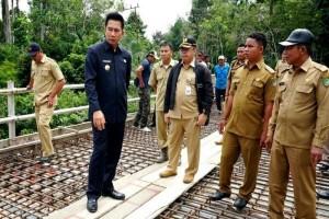 Bupati Barut Harapkan Jembatan Benao Segera Berfungsi