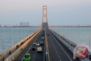 Jaringan Kabel Listrik Jembatan Suramadu Terbakar
