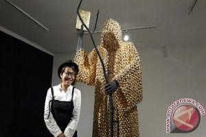 Ribuan Pala Berlapis Emas Dipajang di Galeri Nasional