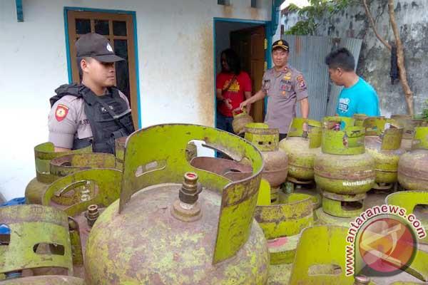 Polisi Bongkar 2 Pelaku Pengoplos Gas Elpiji 3 Kg Subsidi