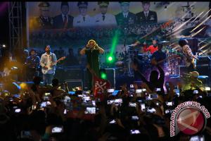 Ribuan Warga Palangka Raya Padati Konser Armada