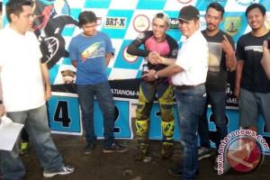 Taufik Akbar Sabet Juara Umum Grass Track Bupati Bartim Open 2017